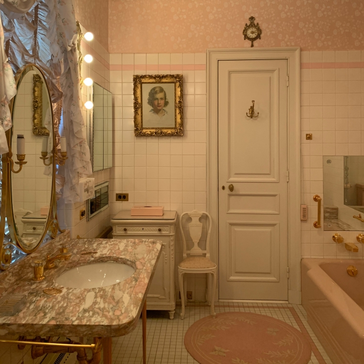Master suite pink bathroom at Hillwood